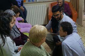 عمل تطوعي لطلاب الثاني عشر في دار المسنات